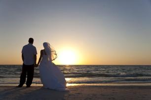 When composing your photo to include horizontal leading lines, make sure they're as straight as possible and consider following the rule of thirds. This photo, for example, places the land and horizon along the bottom third of the image, while the sky fills the top two-thirds of the shot. Further, the photo was composed so the bride and groom are along the left-third of the image. Related: Having Fun With Wedding Photography